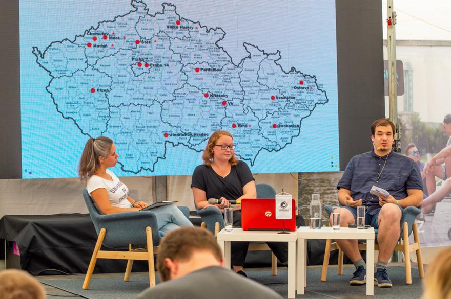 Presenter Andrea Svobodová and guests, Kateřina Glumbíková and Marek Mikulec