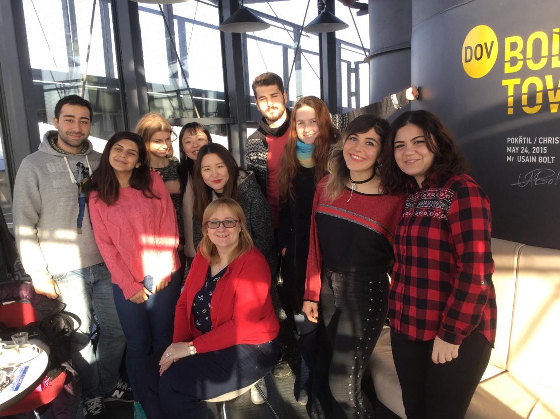 Čeští azahraniční studenti předmětu INTERCULTURAL STUDIES naBolt Tower