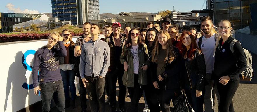 Skupinové foto účastníků exkurze předvoestalpine Stahlwelt Autor: Adam Reisskup