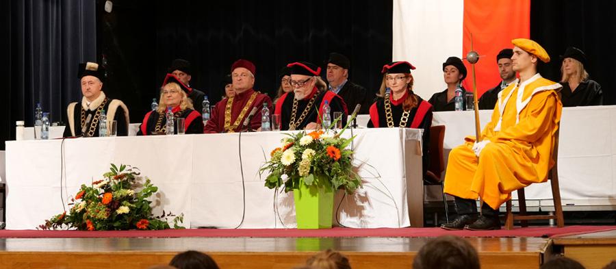 Promoce naPedagogické fakultě OU
